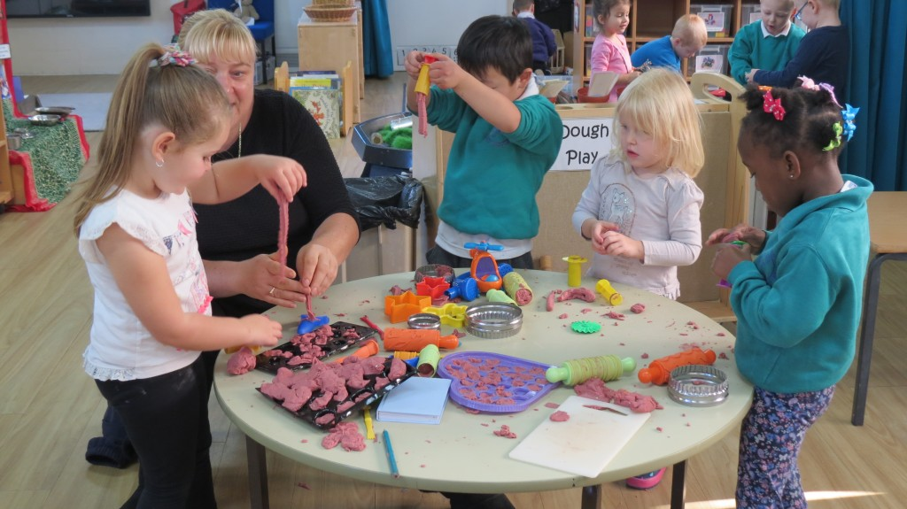 expressive arts play parents nursery communication language role technology help kingswood drawing painting activities music sch herts
